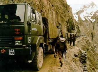 J&K indian-army-convoy-in-kashmir